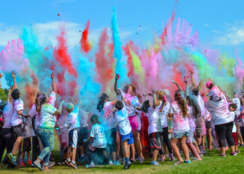 "A ""color run"" 5k fundraiser for the ""Longest Day"" in Bend, Ore. (photo: Alzheimer's Association)"