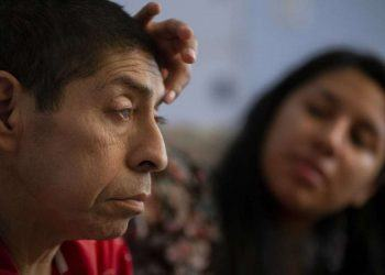Lorena Argueta is the primary caregiver for her father, who is blind due to the cataracts caused by diabetes (Photo credit: Godofredo A Vásquez, Houston Chronicle)